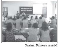 Pengurus koperasi mengadakan rapat pembagian SHU setiap akhir periode.