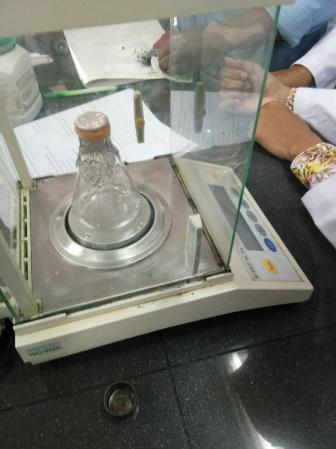 Laporan Praktikum Kimia Penentuan Berat Molekul Berdasarkan Kerapatan Gas