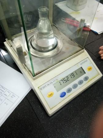 Laporan Praktikum Kimia Penentuan Berat Molekul Berdasarkan Kerapatan Gas 10