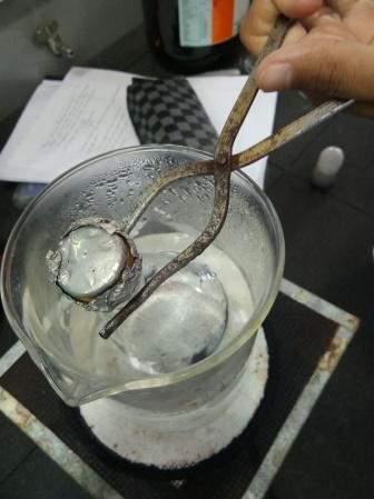 Laporan Praktikum Kimia Penentuan Berat Molekul Berdasarkan Kerapatan Gas 4
