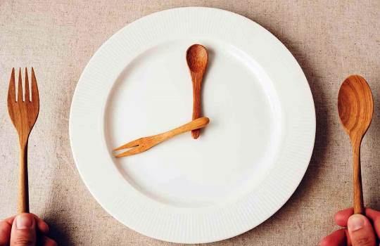 Manfaat Gaya Hidup Diet Puasa Intermiten, Menurunkan Berat Badan Hingga Tidur Lebih Berkualitas