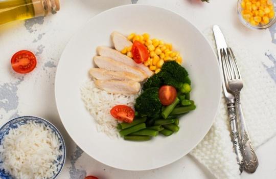 3 Tips Memberikan Makanan Seimbang pada Anak untuk Mendukung Tumbuh Kembangnya