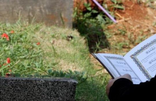 Bacaan dan Tata Cara Berdoa Saat Ziarah ke Kuburan